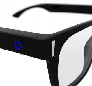 WeOn Glasses ist eine Datenbrille, die ihrem Träger durch dezente Lichtsignale über eintreffende Anrufe, Emails oder Nachrichten informaiert.