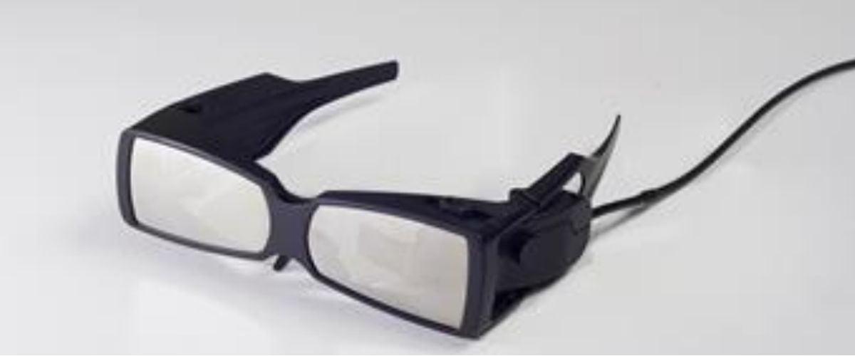 Laser direkt in das Auge gegen Sehschwäche: Die Fujitsu Smart Glasses
