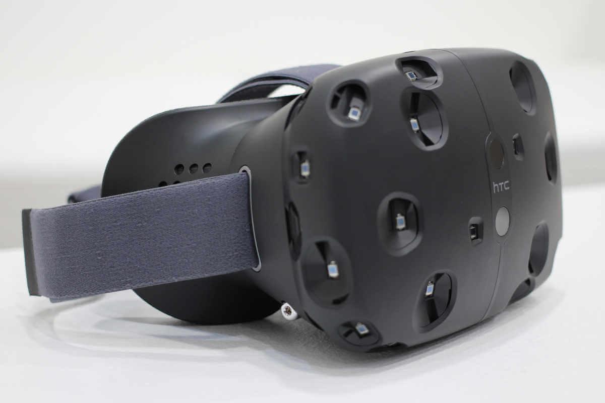 HTCs und Valves VR-Brille Vive bietet mit einem speziellen System zur Bewegungserfassung eine gute Mobilität.