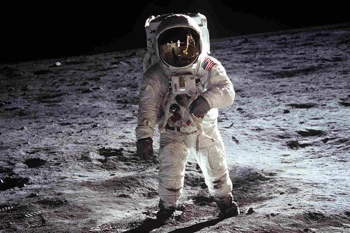 Apollo 11 Experience setzt den Nutzer mit Oculus Rift in die Schuhe von Neil Armstrong.