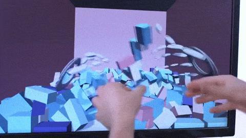 Das Unternehmen Leap Motion schafft mit seinem Kamerasystemen nicht nur für einen Durchblick von der virtuellen in die reele Welt, sondern bildet auch die eigenen Hände in VR ab.