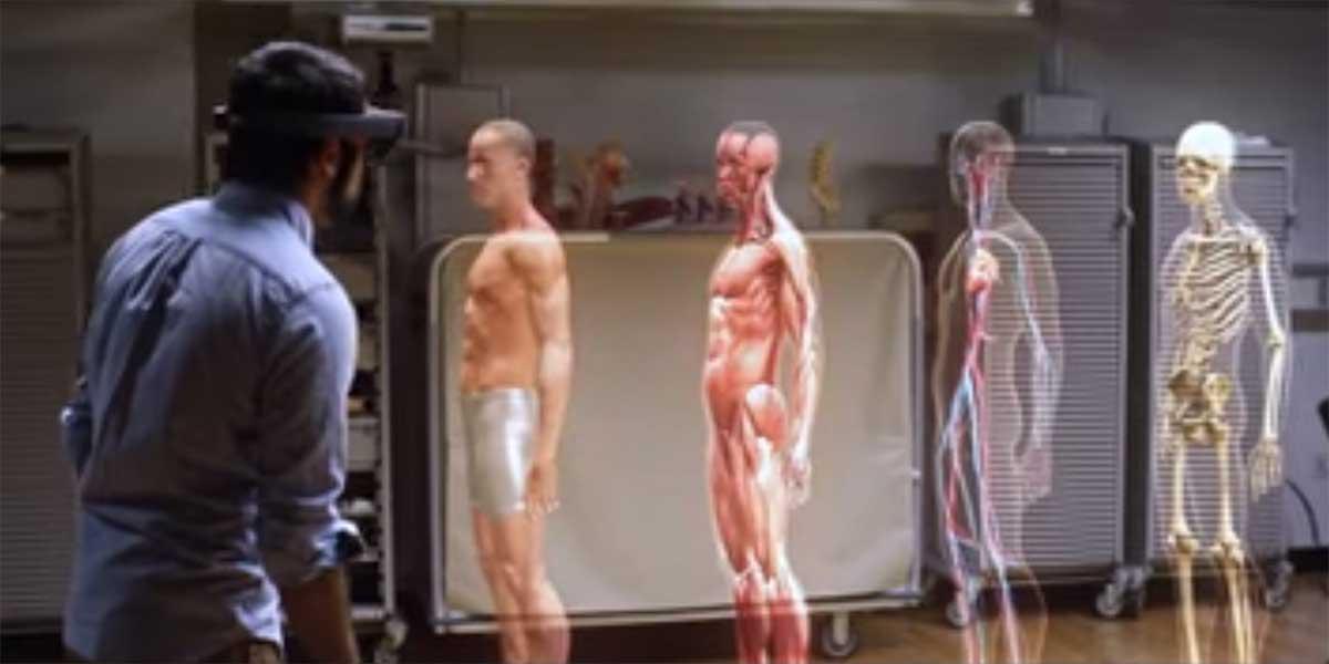 Mit der Microsoft HoloLens sollen Medizinstudenten eine bessere Vorstellung von den komplexen Zusammenhängen im menschlichen Körper bekommen.