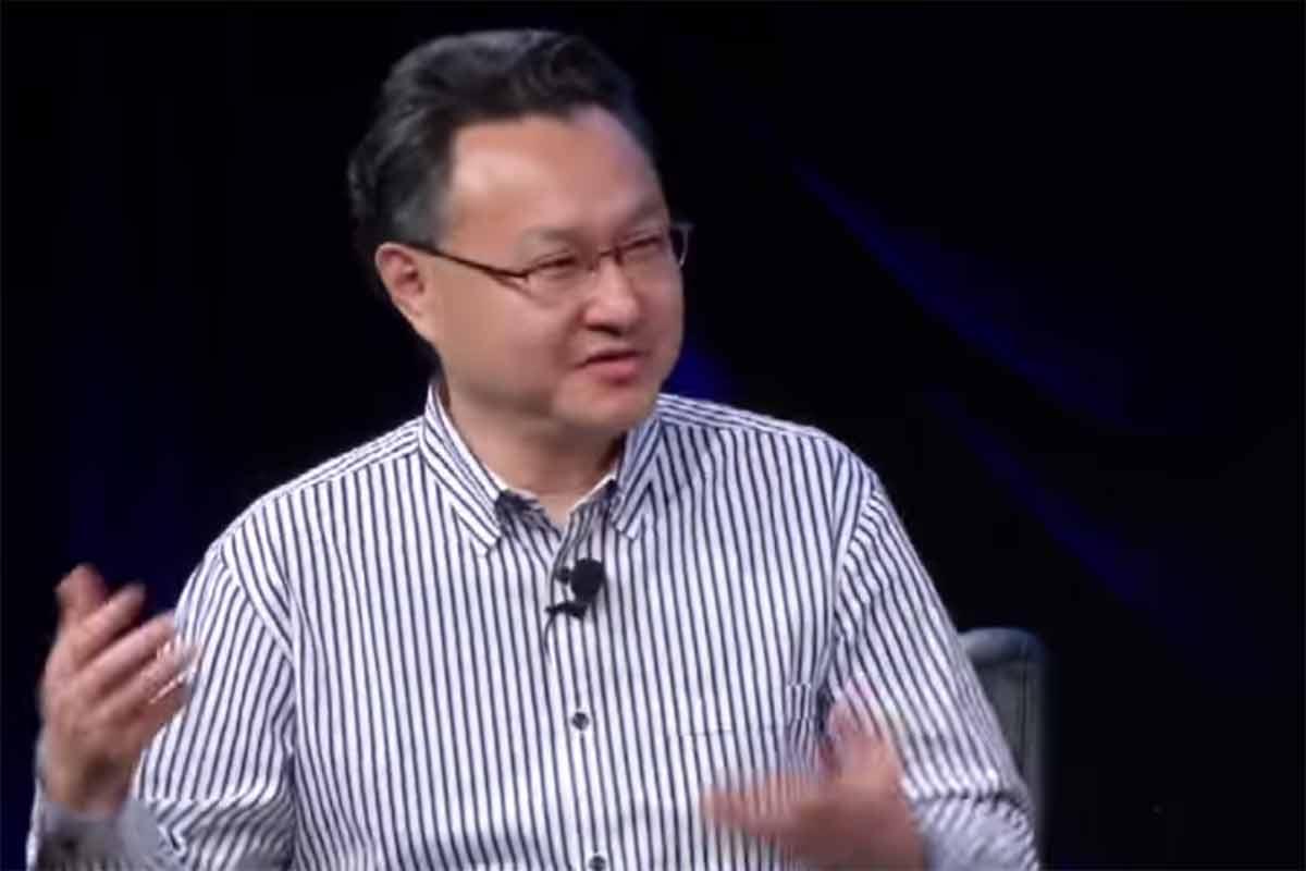 Der SCE von Sony Entertainment Worldwide Studios Shuhei Yoshida vertritt die These, dass Spieler mit der Zeit besser darin werden VR zu nutzen.