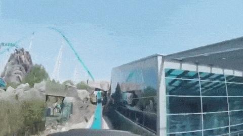 Mit einer GearVR werden die Fahrgäste in die virtuelle Comic-Welt des Europapark-Maskottchens versetzt.