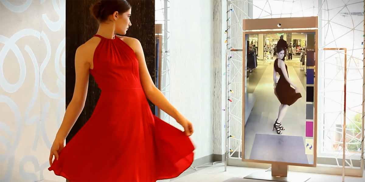 Der Augmented-Reality-Spiegel Memory Mirror merkt sich beim Shoppen vorgeführte Outfits und zeigt sie auf Wunsch immer wieder.