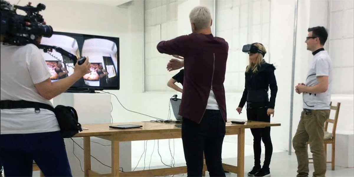 Die erste Umarmung in Virtual Reality