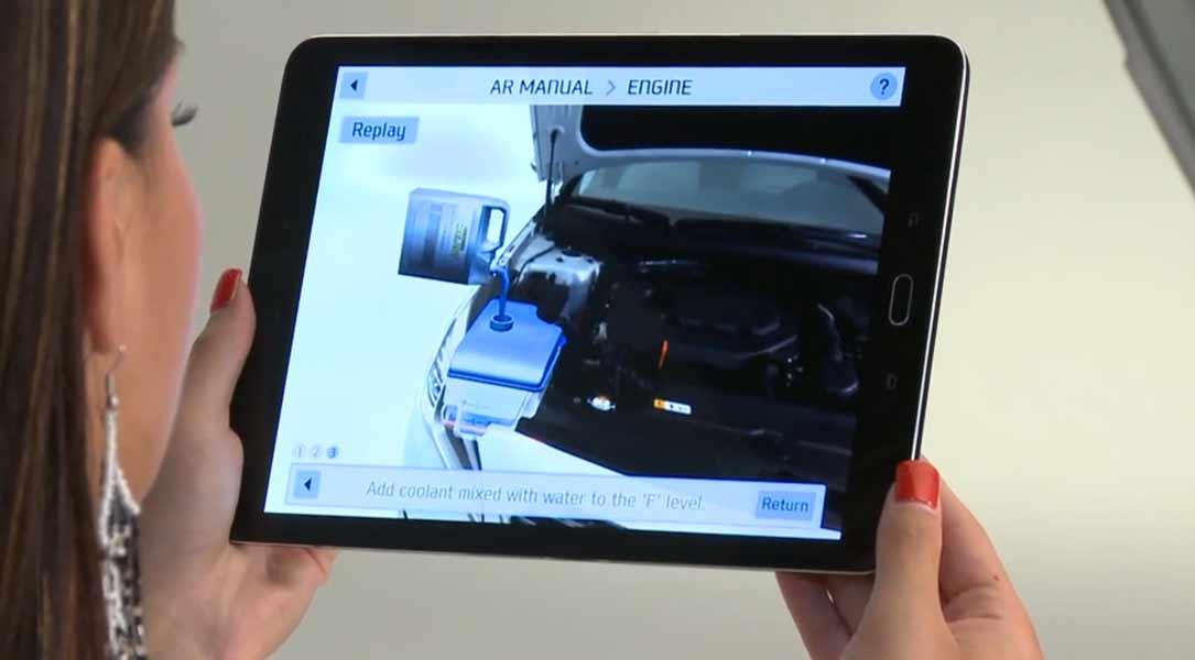 Hyndai stellt das erste Augmented Reality Handbuch vor.