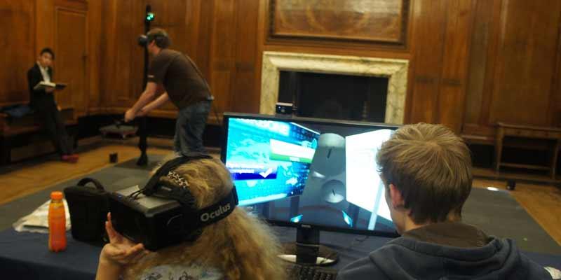 In Unseen Diplomacy können Oculus Rift und HTC VIVE zusammen in der virtuellen Realität genutzt werden.