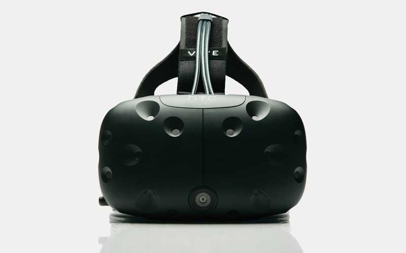 HTC Vive Pre: HTC zeigt eine neue Entwicklerversion der VR-Brille.