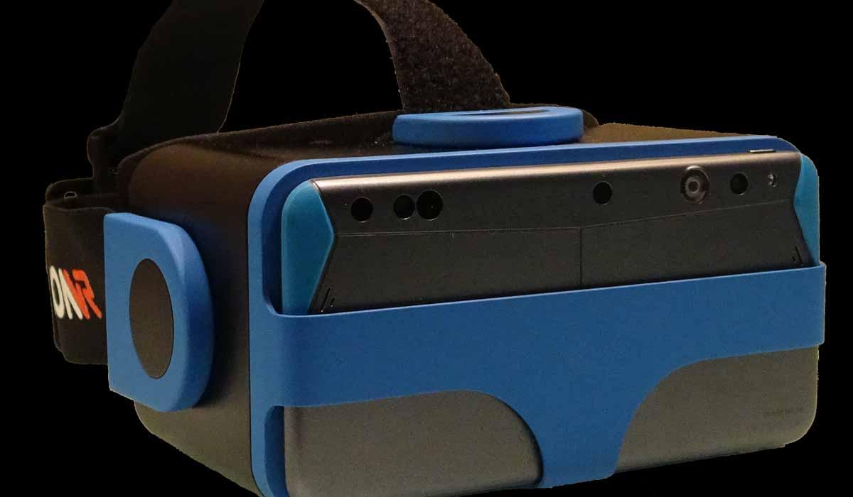 IonVR ist eine mobile, kabellose Virtual-Reality-Brille, die ohne externes Trackingsystem Bewegungen korrekt im ganzen Raum erkennen kann.