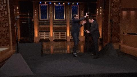 Die Tech-Tests von US-Comedian Jimmy Fallon sind in den USA eine beliebte Nummer. Jetzt testet er HTC Vive Pre. Seine Reaktion? Wow.