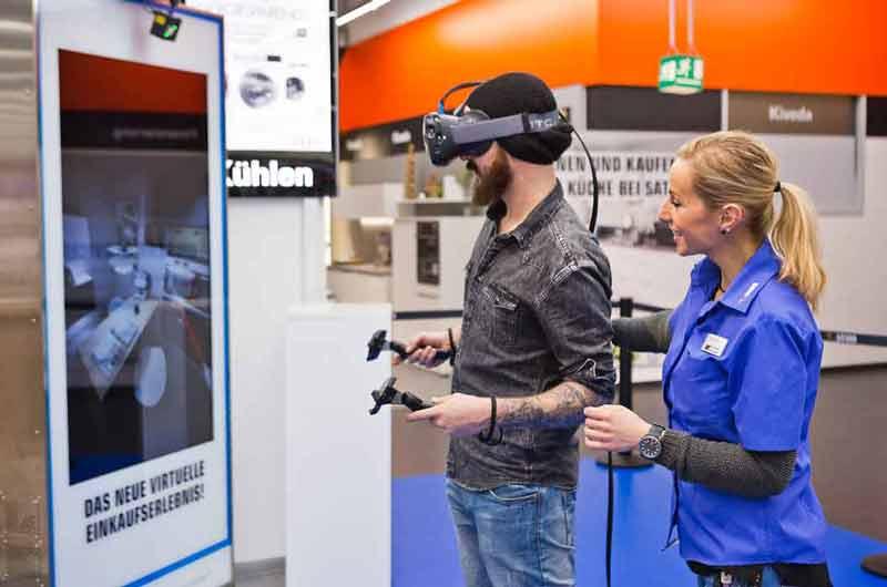 Neben Spielen und Filmen gibt es auch eine Reihe an nützlichen Anwendungsszenarien für Virtual Reality. Saturn testet die virtuelle Küchenplanung.