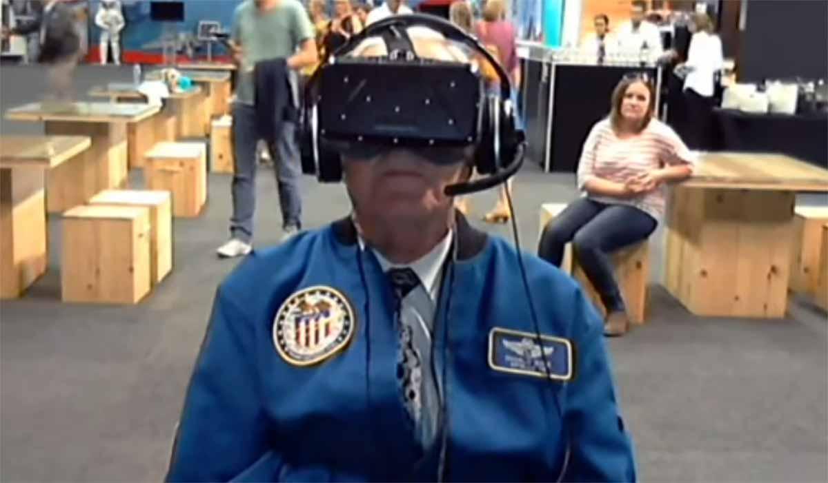Senior-Astronaut fliegt mit Oculus Rift erneut zum Mond