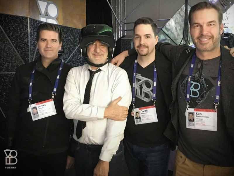 """Steven Spielberg besucht die VR-Spielhalle """"The Void"""""""
