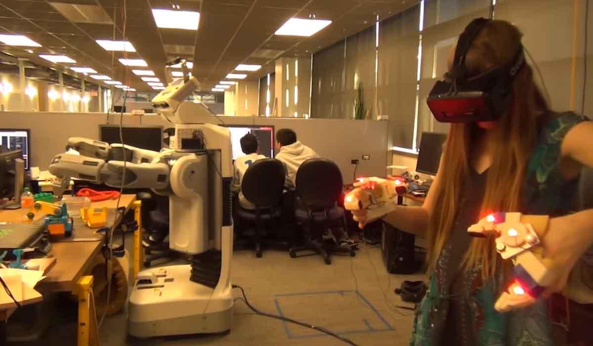 Telepräsenz: Roboter wird mit Oculus Rift ferngesteuert
