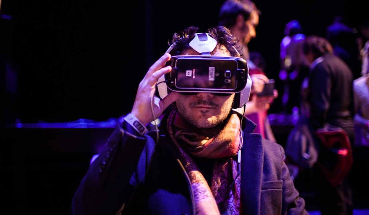 Playstation VR: Sony möchte aus VR-Filmen ein Geschäftsmodell machen Bild: Jean Christophe Husson