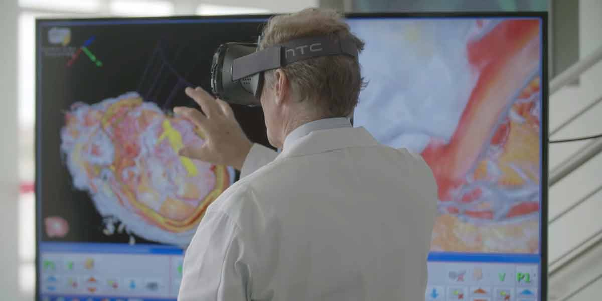 """Eine Reportage von """"Real Future"""" gibt Einblicke in den Einsatz von Virtual-Reality-Technologien in der Medizin. Mit dabei: Surgical Theater für HTC Vive."""