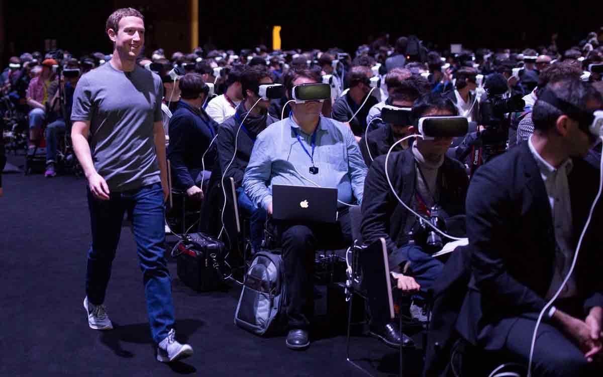 Soziale Interaktion in Virtual Reality kann nicht auf der klassischen Facebook-Plattform stattfinden, glaubt Palmer Luckey.
