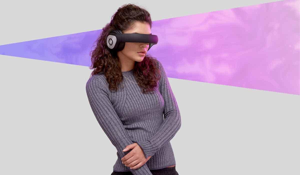 """Die Videobrille Avegant Glyph war 2014 im Fahrwasser von Oculus Rift erfolgreich. Endlich wird """"die Glyph"""" ausgeliefert - aber kann sie was?"""
