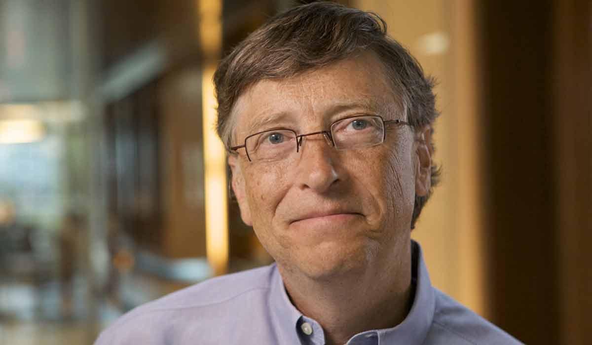Der Microsoft-Gründer Bill Gates prognostiziert für die nächsten 20 Jahre eine KI-Revolution, die den Arbeitsmarkt umwälzt.