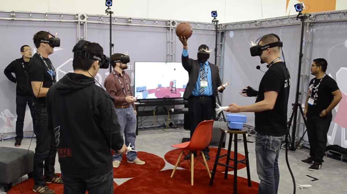 Social-VR: Multi-User VR-Erfahrung mit realen Objekten