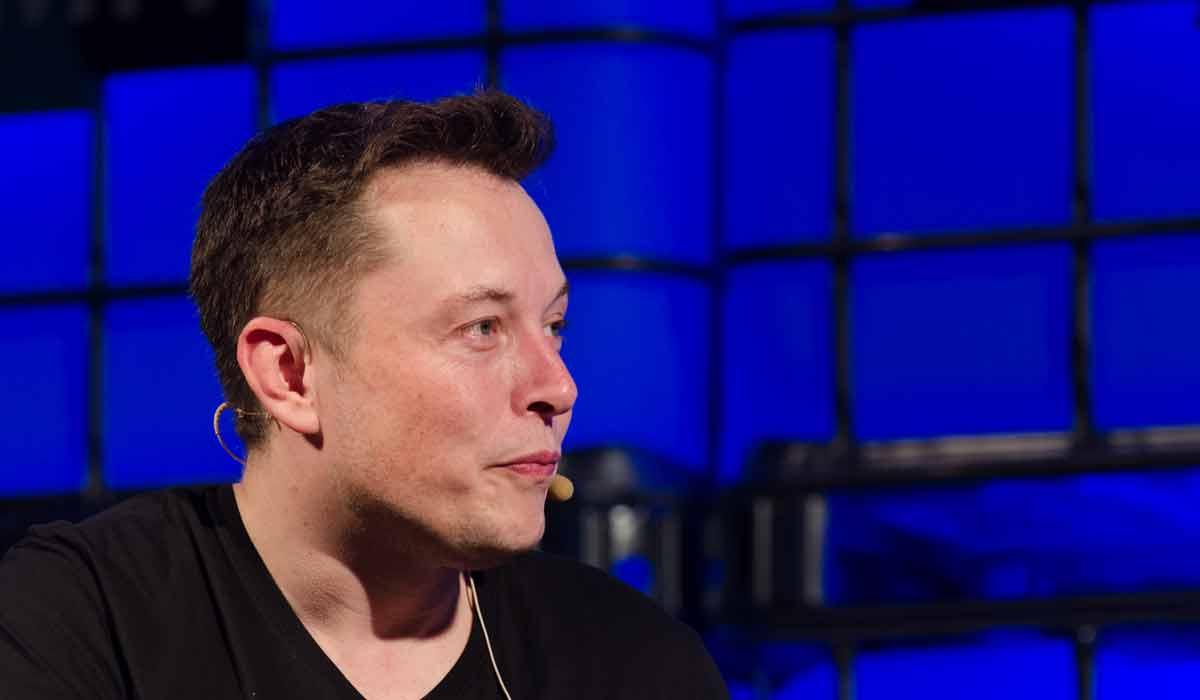 Der Tech-Visionär Elon Musk relativiert seine Pauschalkritik an der Künstlichen Intelligenz. Sie biete viele nützliche Anwendungsszenarien.