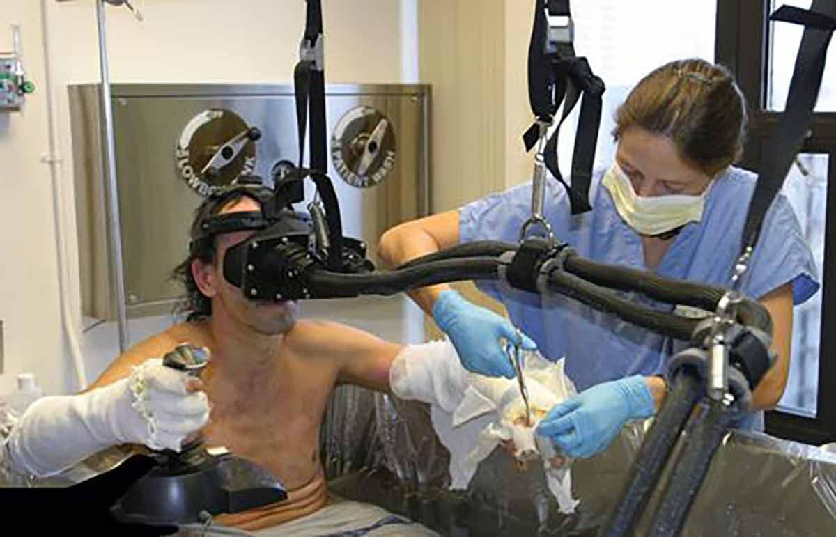 Wissenschaftler experimentieren mit dem Einsatz von Virtual Reality als Hilfsmittel bei der Schmerztherapie.