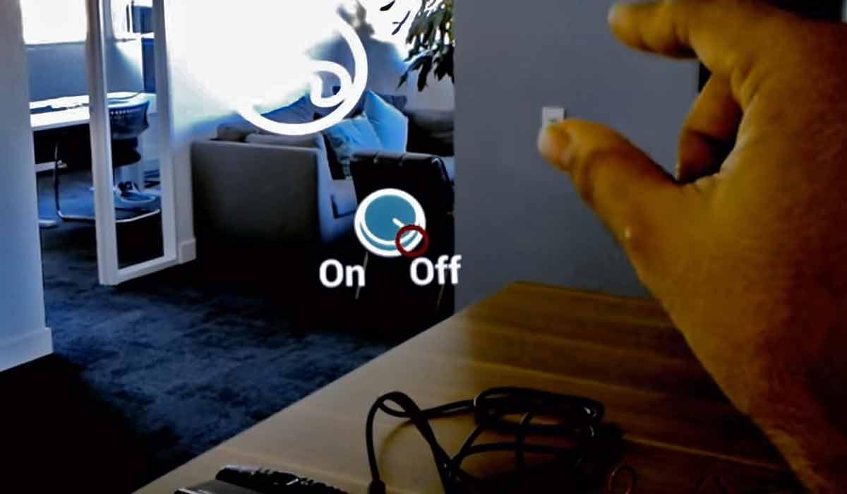 In der Zukunft können wir dank Hololens und Co. auf Fernbedienung und physische Knöpfe verzichten. Interfaces werden intuitiver.