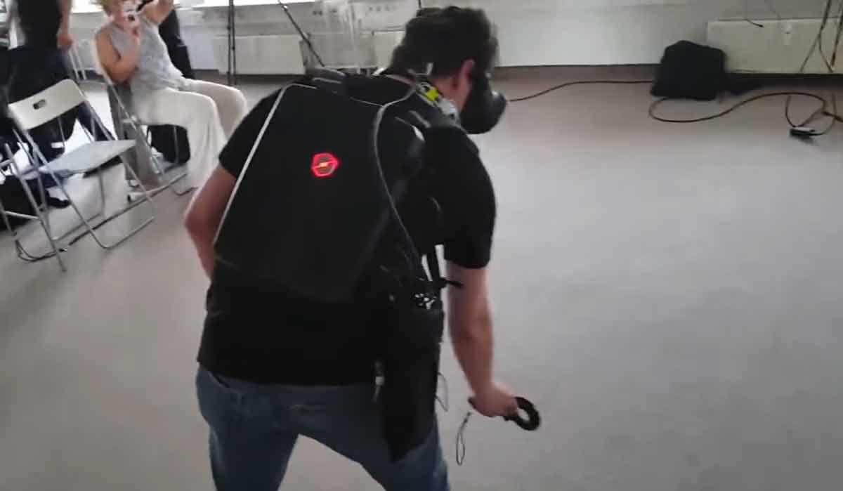 HTC Vive: Neuer Rucksack-PC von Schenker für kabellosen VR-Spaß