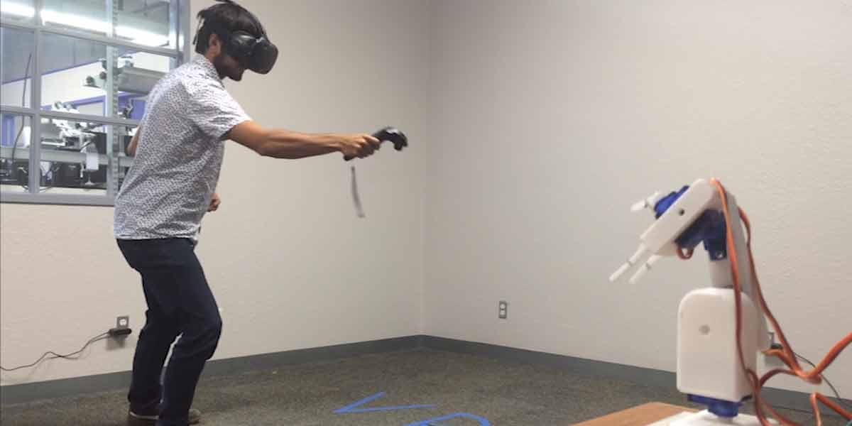 Virtual Reality: Roboterarm wird mit HTC Vive ferngesteuert