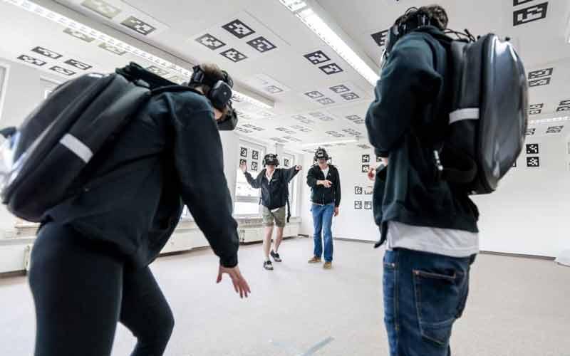 Illusion Walk mixt verfügbare VR-Hardware zu einem immersiven Erlebnis. Bild: Illusion Walk