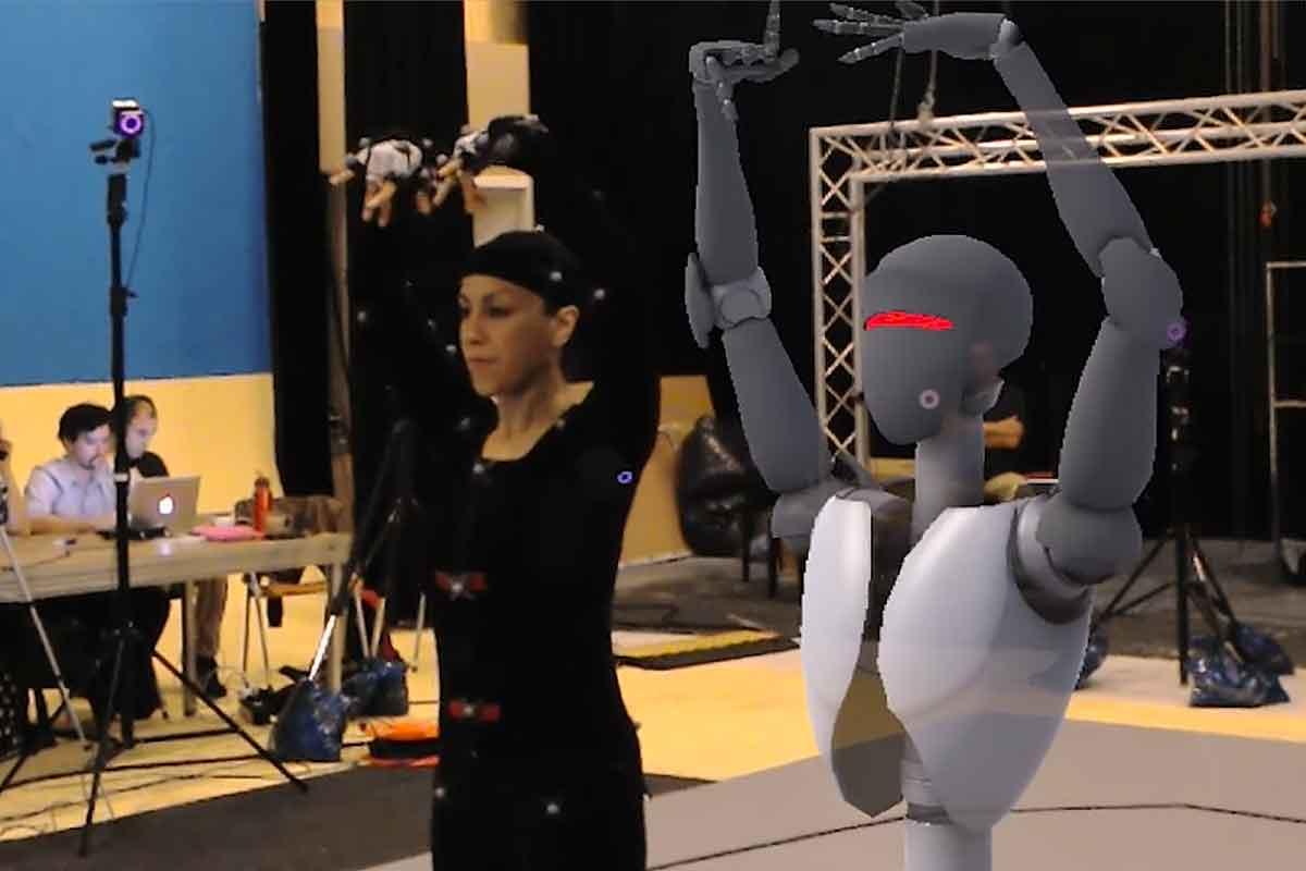 Hololens: Neues Video führt Spiegelbild-Hologramme vor