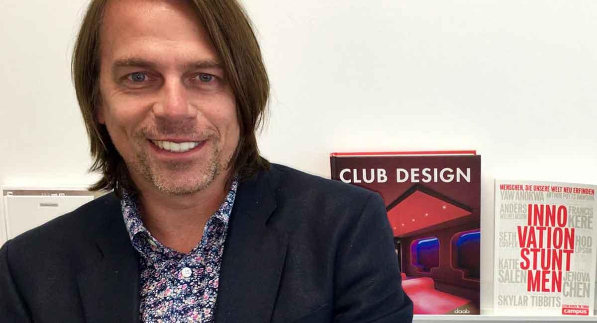 Tilmann Stauske verantwortet bei VW die Innovationen im Marketing. Im Interview spricht er über Probefahrten und Service in Virtual Reality.