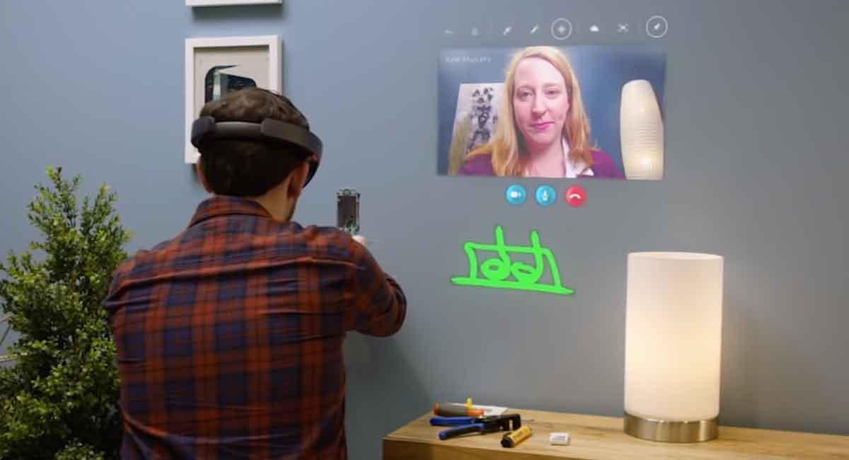 Wie telefonieren wir in Zukunft? Hololens-Skype gibt darauf einen Vorgeschmack. Interessant wird das Programm aber erst mit Zusatzhardware.