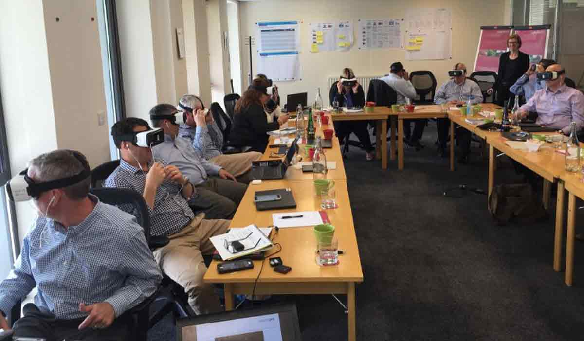 Die Fürsprecher von Virtual Reality als Kommunikationskanal versprechen sich ein größeres Gefühl der Verbundenheit mittels VR-Brille.