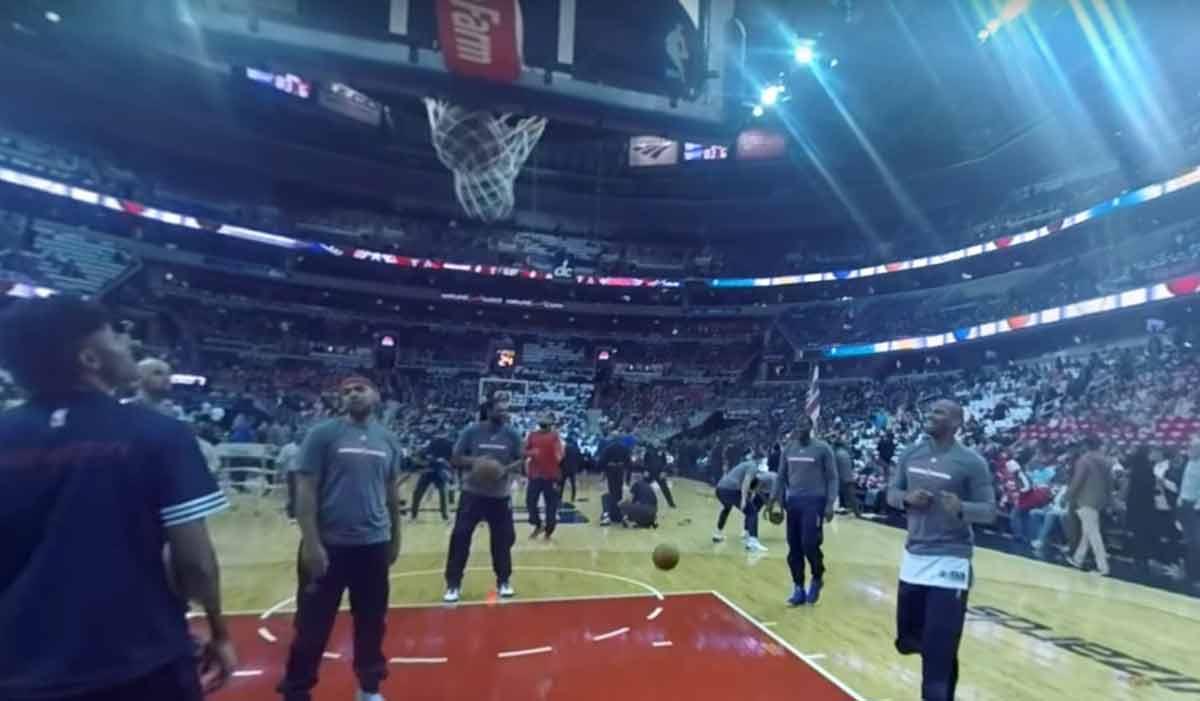 Mit der Virtual-Reality-Brille möchte der US-Basketballer Andre Drummond seine miserable Freiwurfquote aufbessern.