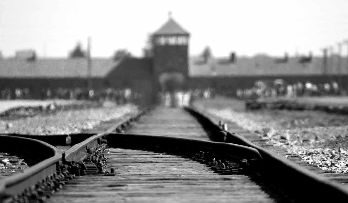 Virtual Reality: Begehbares 3D-Modell von Auschwitz entlarvt Wachmänner