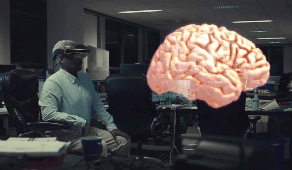 Metas Mitarbeiter sollen mit Augmented-Reality-Brille statt Monitor arbeiten