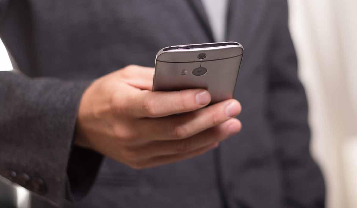 HTC und der Chef der Smartphone-Sparte Chialin Chang trennen sich. In der Folge werden Smartphone und VR-Geschäft zusammengelegt.