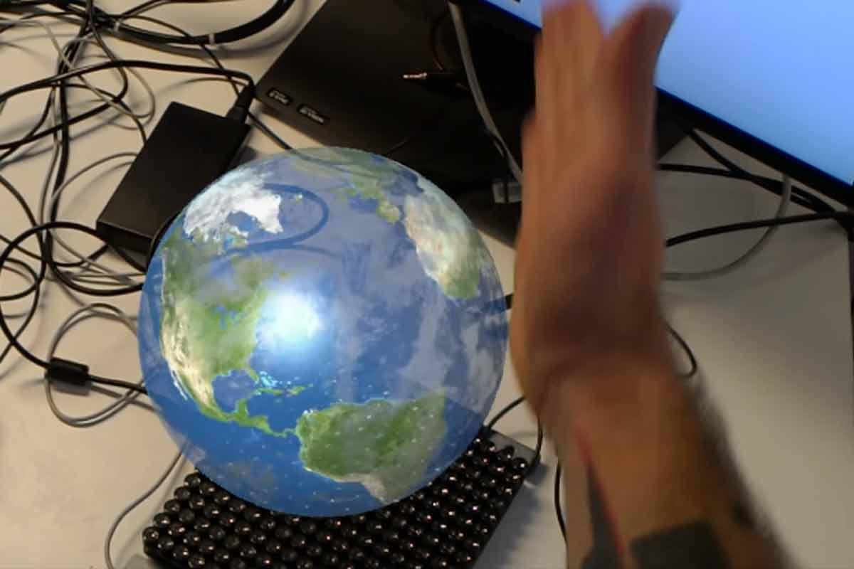 Hololens: Haptisches Interface macht Hologramme spürbar