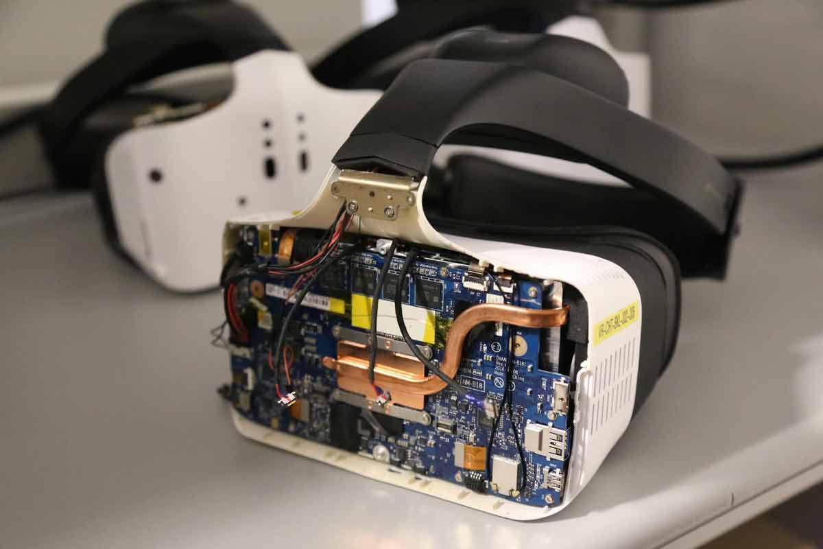 Mit der Übernahme des Startups Mobileye will Intel beim autonomen Fahren groß einsteigen. Auch die VR- und AR-Projekte könnten profitieren.