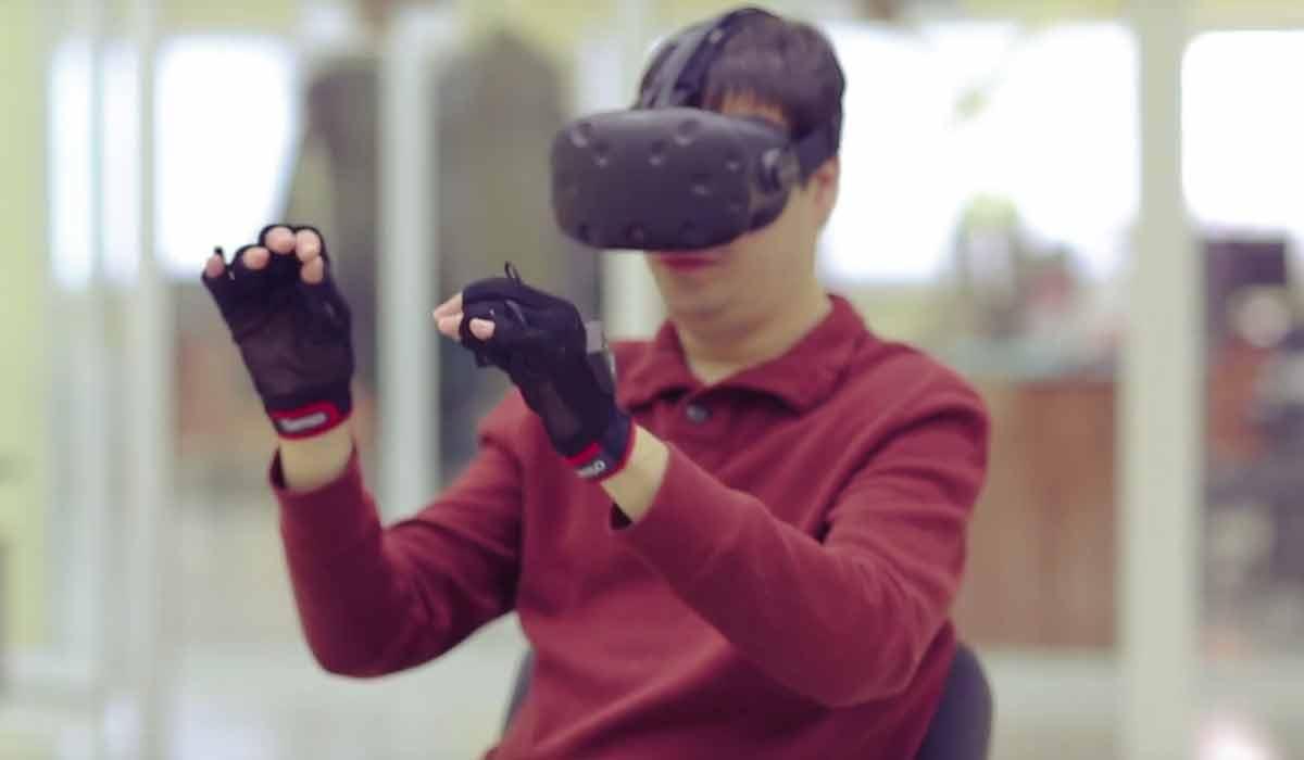 Neuer Handschuh als VR/AR-Interface mit haptischem Feedback pro Finger