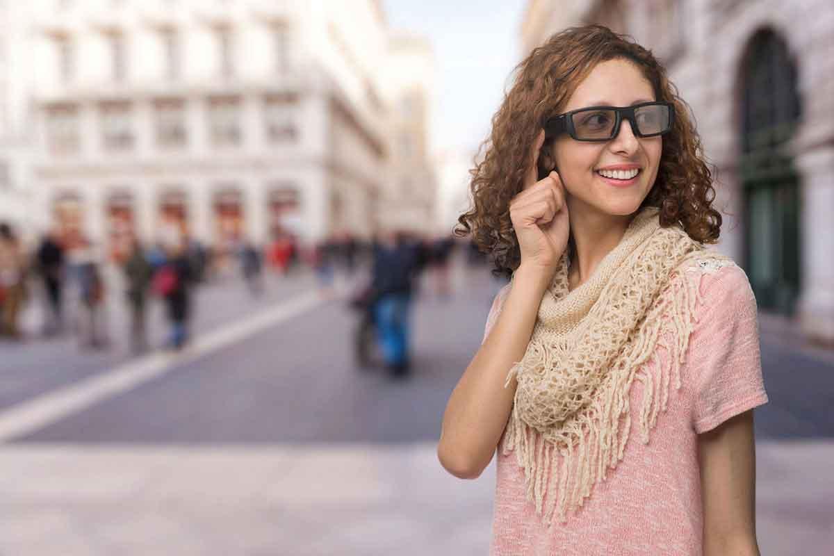 Vuzix bringt eine der ersten Datenbrillen für Endverbraucher auf den Markt. Eine Reihe von Techmagazinen hat das Gerät ausprobiert.