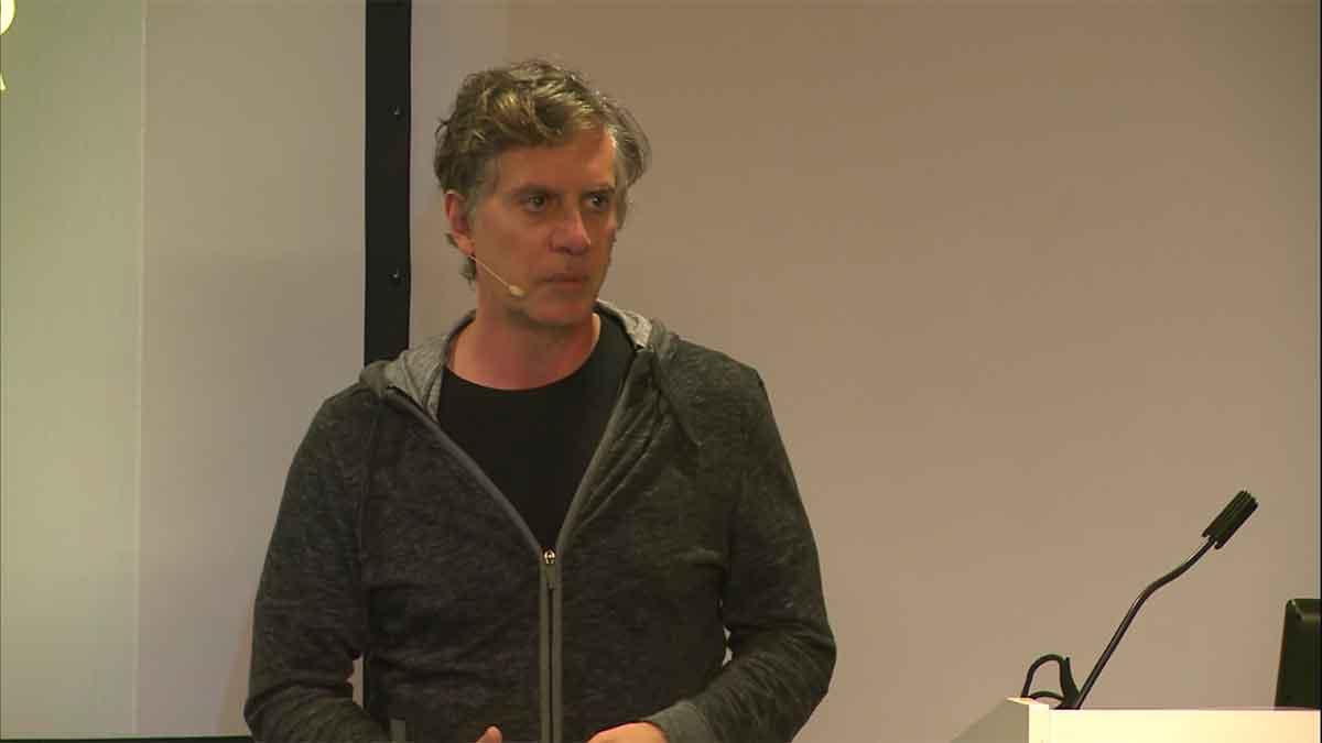 Tony Parisi erlebte den Flop der Virtual Reality in den 90er Jahren hautnah mit. In einem Vortrag schildert er, wie er VR heute wahrnimmt.
