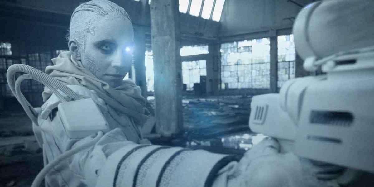 Trinity spielt in einer nicht allzu weit entfernten Zukunft, in der die Menschheit ausgelöscht und durch Androiden ersetzt wurde.