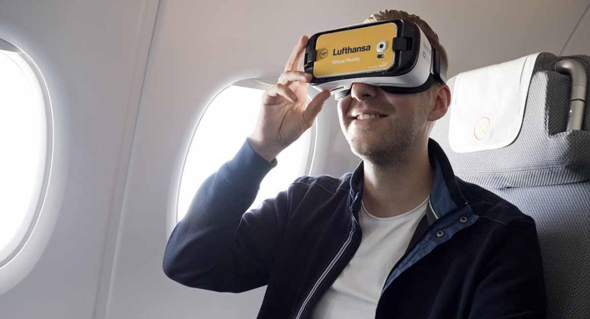 Kleine Fenster, enge Gänge, laute Motoren: Niemand ist gerne in einer Flugzeugkabine. Der ideale Einsatzort für eine Virtual-Reality-Brille.