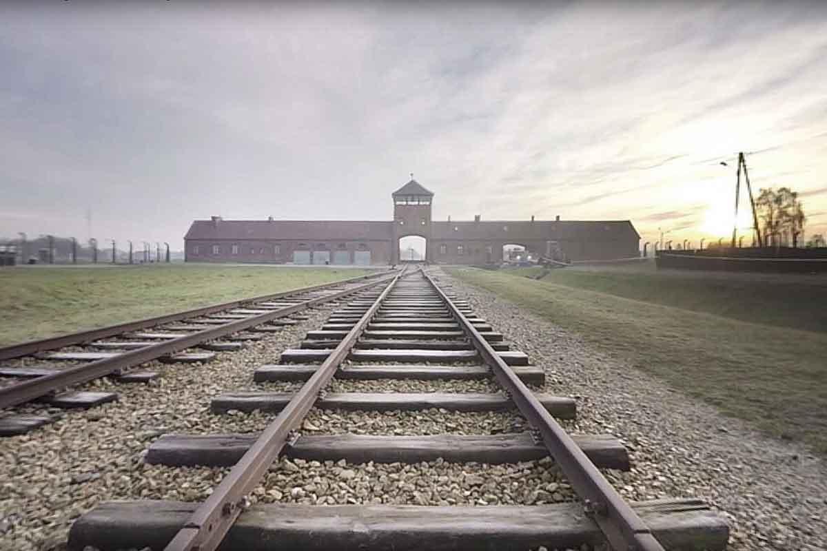 """""""Inside Auschwitz"""" ist die weltweit erste 360-Grad-Dokumentation über Auschwitz. VRODO sprach mit der Produzentin Dorothee Pitz."""