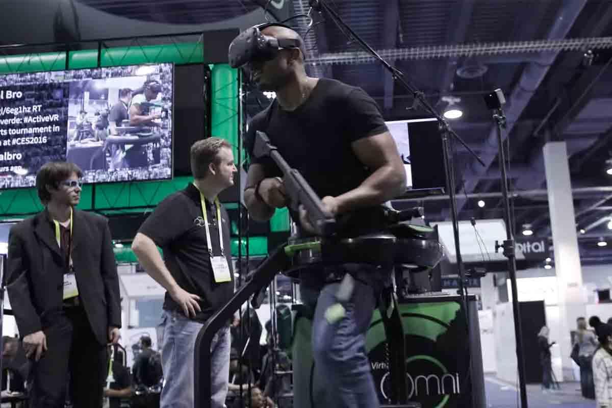 Die Hersteller der Tretmühle Virtuix Omni versprechen außerdem Unterstützung für drei VR-Spiele, darunter Arizona Sunshine.