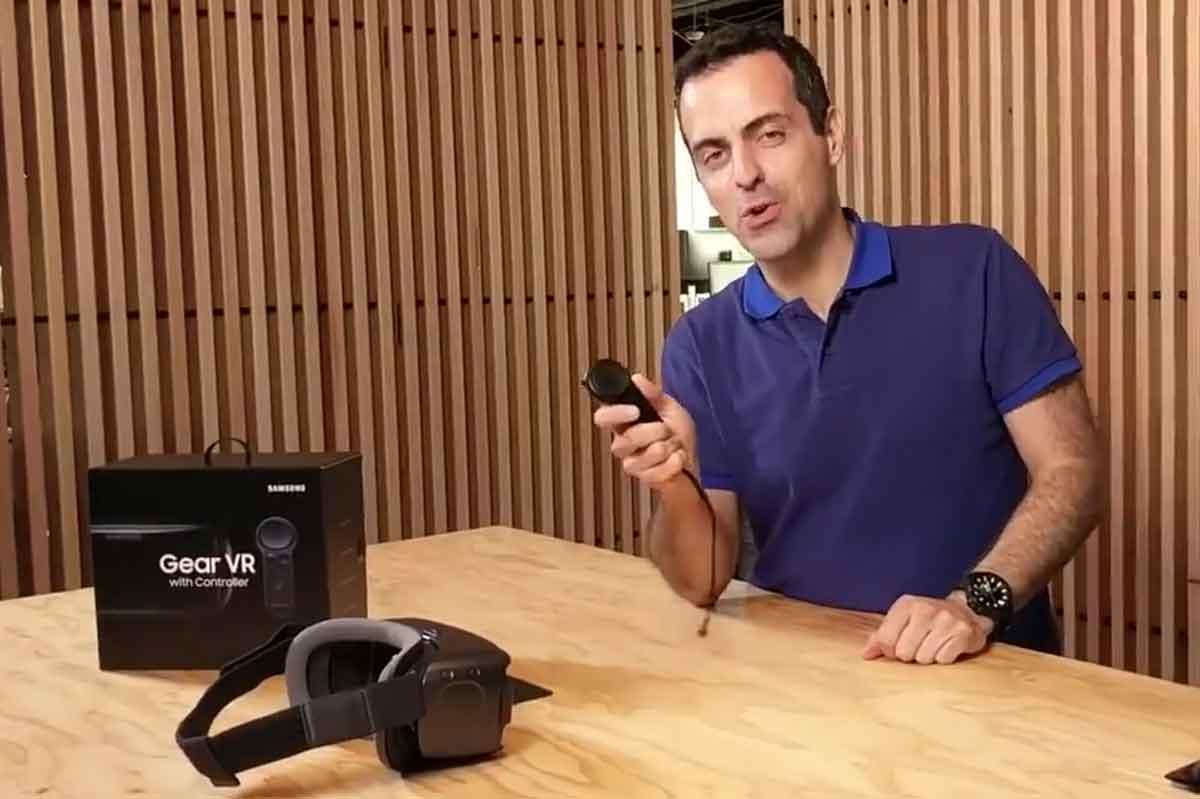 Facebooks neuer Virtual-Reality-Vizepräsident Hugo Barra erklärt die Neuerungen der aktuellsten Version von Samsung Gear VR.