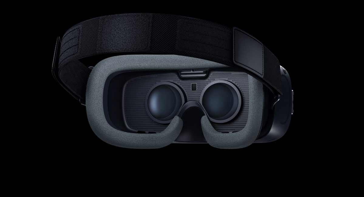 Licht- und Blickdicht - die neue Gear VR passt gut. Bild: Samsung
